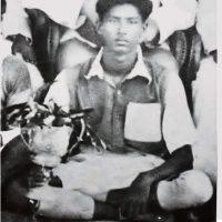 ১৯৪০ সালে কাপ সামনে রেখে কিশোর ফুটবলার বঙ্গবন্ধু।